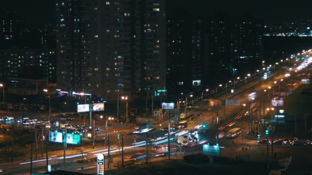 Busy-intersection-in-the-night-city