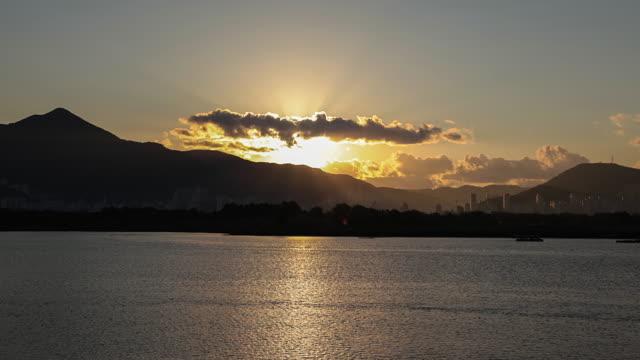 Busan-Myeongji-sunrise-and-ships-time-lapse-in-Korea