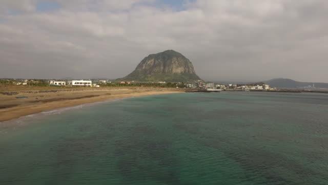 Paisaje-de-mar-color-esmeralda-de-la-isla-de-jeju