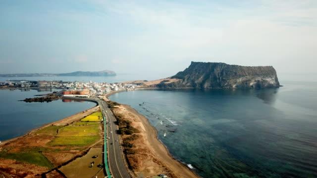 Vista-aérea-amanecer-en-Seongsan-Ilchulbong-isla-de-Jeju-Corea-del-sur