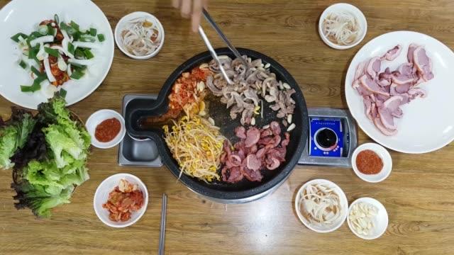 Pato-asado-con-Kimchi-y-brotes-de-soja