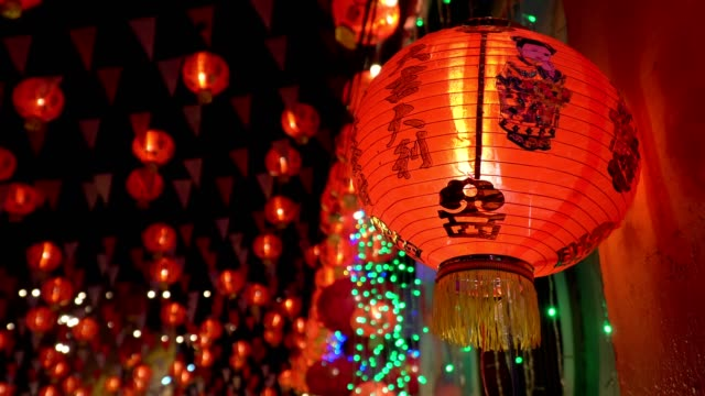 Chinese-new-year-lanterns-in-chinatown-blessing-text-mean-have-wealth-and-happy