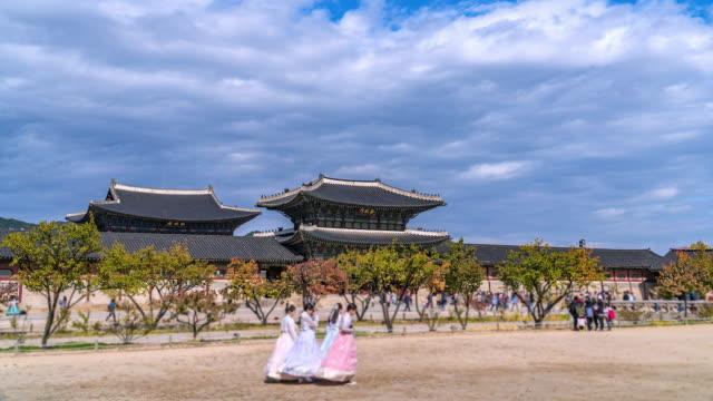 4K-Time-lapse-tourist-at-Gyeongbokgung-palace-South-Korea