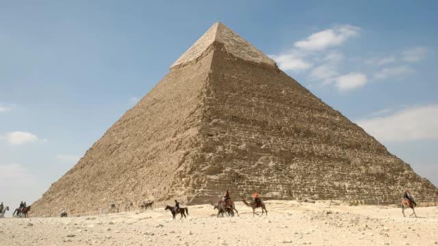 """Pyramide-von-Khafre-und-Kamel-Fahrer-in-Gizeh-bei-Kairo-Ã""""gypten"""
