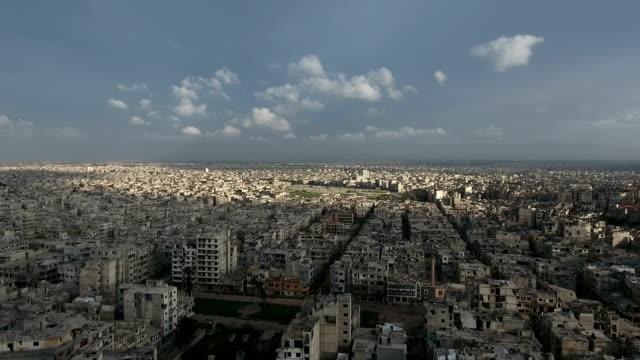 Vista-aérea-de-ruinas-homs-en-Siria-bajo-el-atardecer