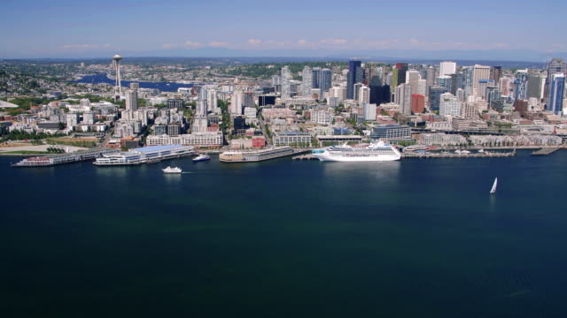 Seattle-Waterfront-Skyline-Aerial-of-Big-Cruise-Ship