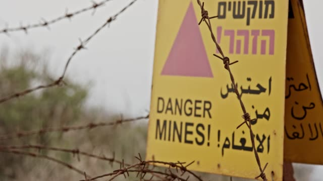 Minefield-warning-sign-in-the-Golan-Heights-in-the-Syria-Israel-border