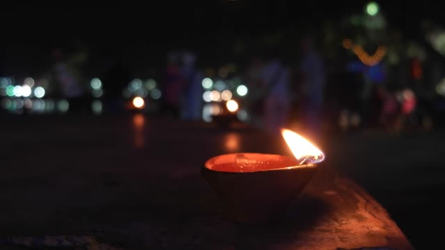 Traditional-Indian-earthen-oil-lamp-with-cotton-wick-burning-at-Pushkar-Lake