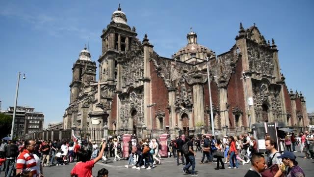 Mexiko-Stadt-Leben-im-Stadtzentrum-die-Kathedrale