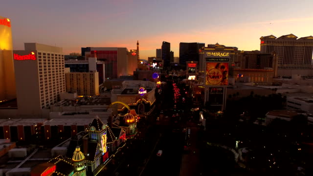 Aerial-Stadtansicht-von-Las-Vegas-Strip-bei-Dämmerung