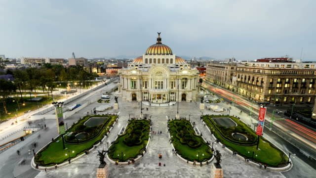 Palace-of-Fine-Arts-in-Mexico-City