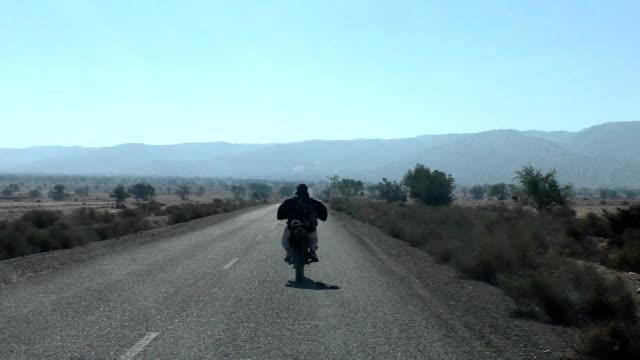 Hombre-a-caballo-roja-en-África