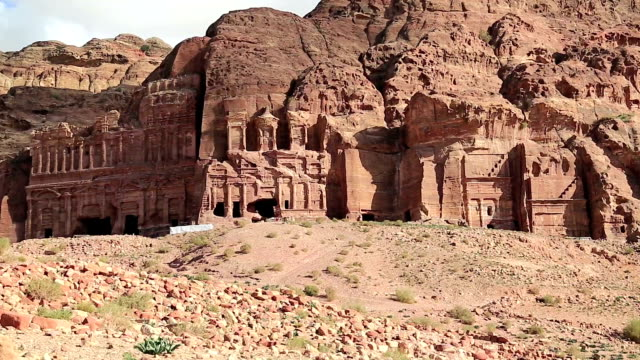 Visión-de-conjunto-de-tumbas-reales-rosa-antigua-ciudad-de-Petra-Jordania