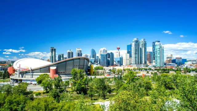 Lapso-de-tiempo-de-Calgary-del-horizonte-con-las-nubes-4-k-1080-p