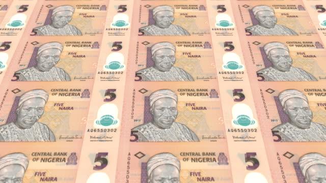 Lazo-de-la-serie-de-los-billetes-de-cinco-naira-Nigeria-del-Banco-Central-de-Nigeria-en-pantalla-monedas-del-mundo-dinero-en-efectivo-
