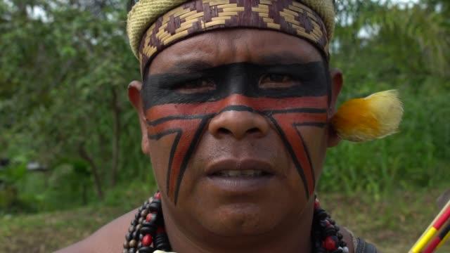 Hombre-indígena-brasileño-nativo
