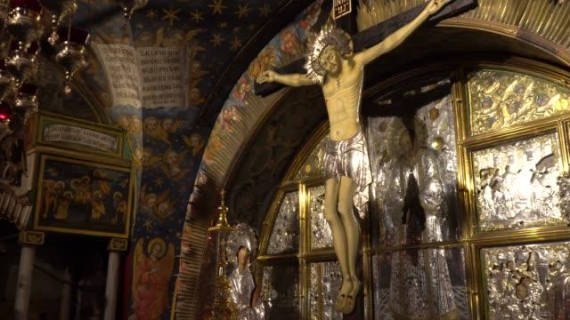 En-el-templo-del-Santo-Sepulcro-en-Jerusalén-Calvario