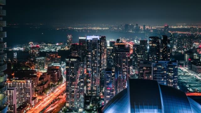 Ciudad-de-Toronto-de-noche-horizonte-coches