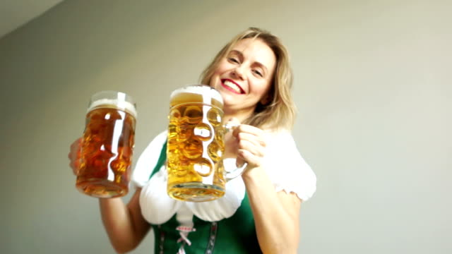 Portrait-of-a-Happy-Woman-Wearing-a-Traditional-Oktoberfest-Costume-with-Two-Beer-Glasses-and-Holding-a-Sign