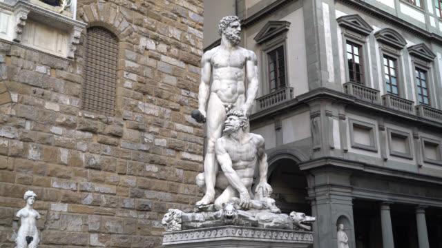 Piazza-della-Signoria-Florence-Tuscany-Italy-View-of-the-Ercole-e-Caco-statue