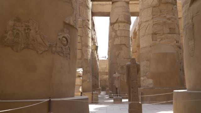 Templo-de-Karnak-en-Luxor-Egipto-El-complejo-de-templo-de-Karnak-comúnmente-conocido-como-Karnak-comprende-una-vasta-mezcla-de-cariados-de-templos-capillas-Torres-y-otros-edificios-en-Egipto-