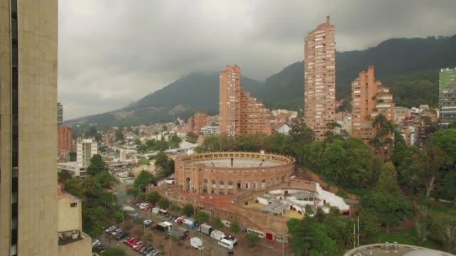 Luftanflug-auf-den-Stierring-in-Bogota-Kolumbien