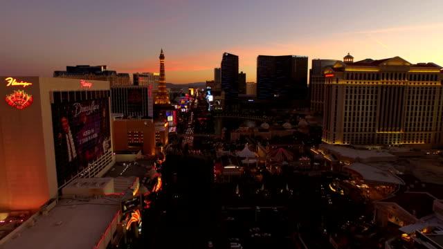 Vista-aérea-de-un-paisaje-de-la-ciudad-de-Las-Vegas-Strip-al-atardecer