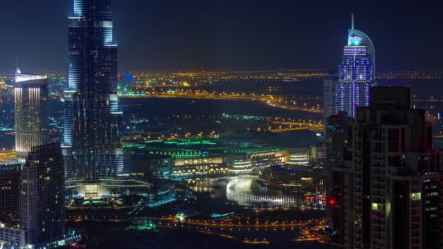 panorama-de-Dubai-noche-luz-techo-superior-famosa-fuente-4-k-duración-lapso-Emiratos-Árabes-Unidos