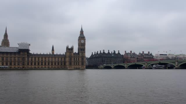 Lapso-de-tiempo-del-Parlamento-y-del-Puente-de-Westminster