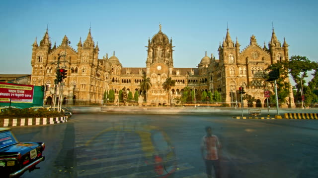 Time-lapse-shot-of-traffic-moving-in-front-of-Chhtrapati-Shivaji-Terminus-(CST)-formerly-known-as-Victoria-Terminus-(VT)-Mumbai-India