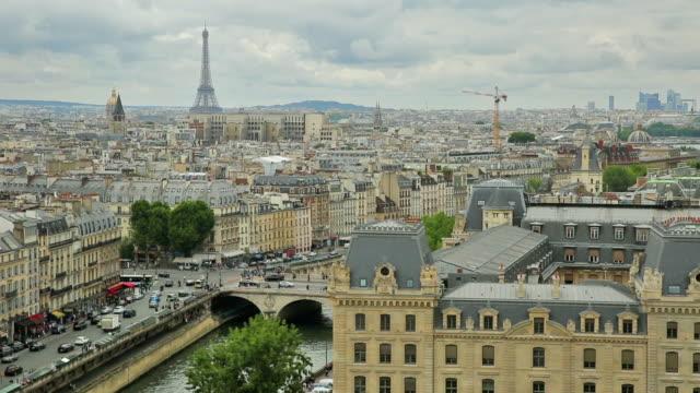 Vista-del-skyline-de-Notre-Dame-París