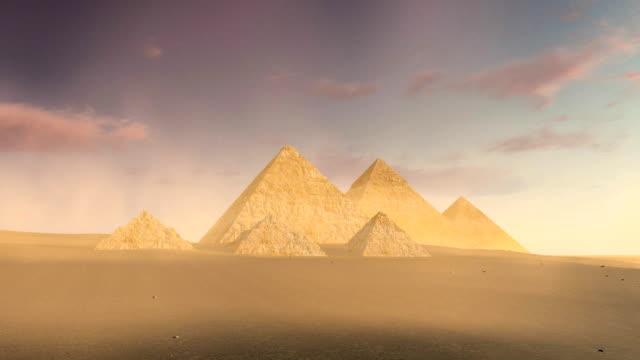 Bewölkter-Himmel-über-Pyramiden-von-Gizeh-in-der-Dämmerung
