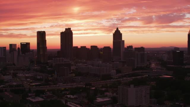 Hermosa-puesta-de-sol-sobre-la-ciudad-de-Atlanta-
