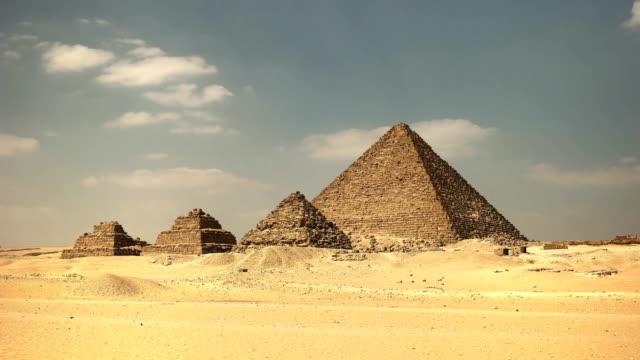 Pyramide-des-Mykerinos-und-Königinnen-Pyramiden-von-Gizeh-bei-Kairo-Ägypten