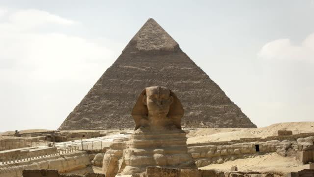 Vergrößern-Sie-die-Vorderseite-des-Sphinx-und-Pyramide