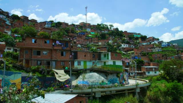 Vista-del-barrio-de-la-Comuna-13-en-América-Latina-Medellín-Colombia-