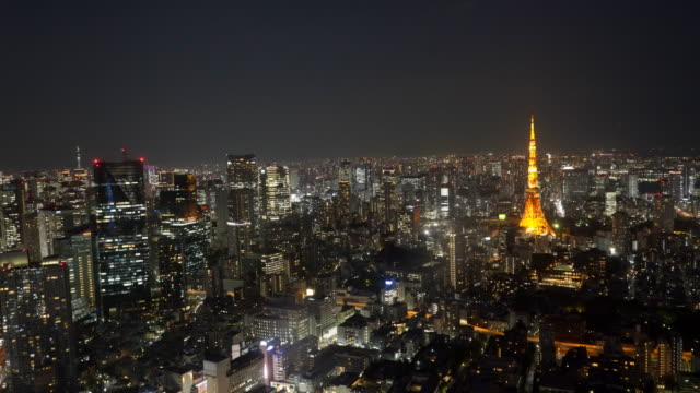 wide-angle-night-shot-of-tokyo-tower-from-mori-tower-in-tokyo