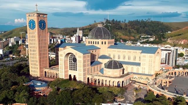 Vista-aérea-del-Santuario-de-Nossa-Senhora-aparecida-aparecida-Sao-Paulo-Brasil-Patrona-de-Brasil-Iglesia-templo-religión-fe-Iglesia-Católica-Religión-católica-Sacerdote-católico-
