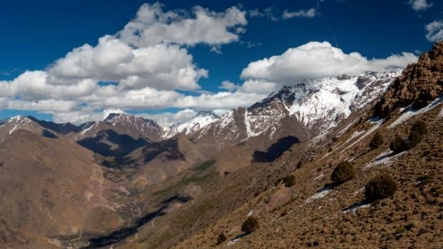 Montañas-del-Alto-Atlas-en-el-centro-de-Marruecos-Las-vueltas-de-tiempo