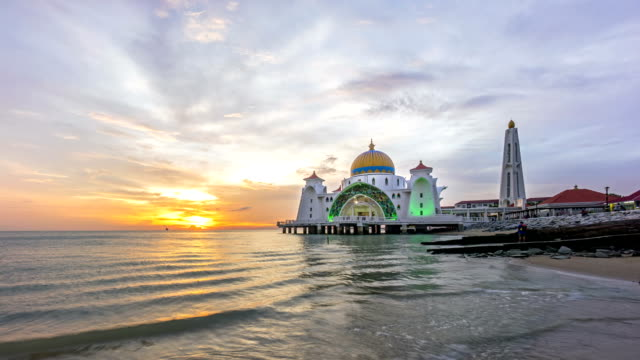 Time-lapse-Sunset-at-Floating-Mosque-Straits-of-Malacca