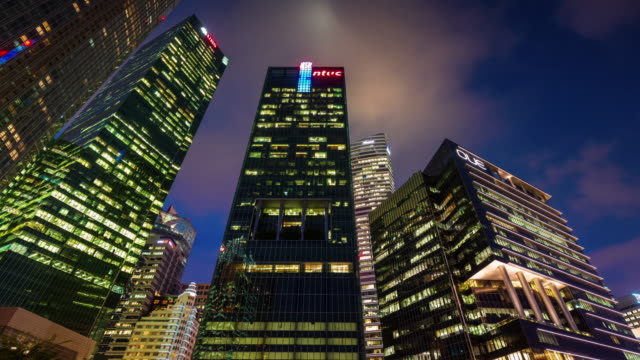 noche-ligera-Singapur-edificios-altos-4k-lapso-de-tiempo