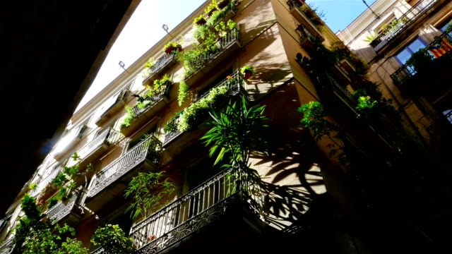 Low-angle-shot-of-buildings-in-the-Gothic-quarter-of-Barcelona