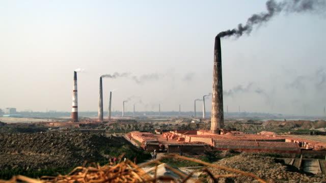 Tubos-de-fábricas-de-ladrillo-en-Dhakka-Bangladesh-