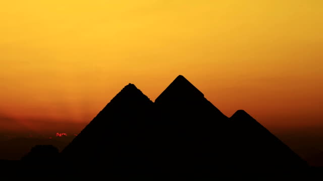 TIMELAPSE-Sonnenuntergang-über-Pyramiden-Gizeh-Ägypten-