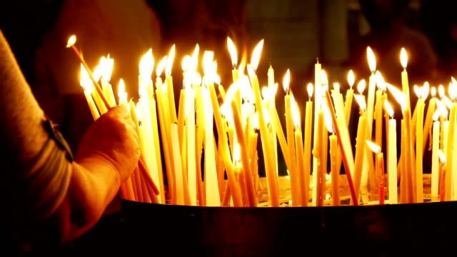Quema-de-velas-en-la-iglesia-del-Santo-Sepulcro