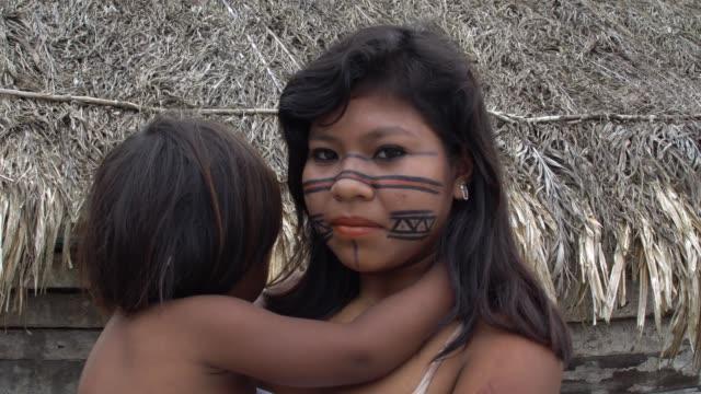 Brazilian-Teenager-Girl-Carrying-her-baby