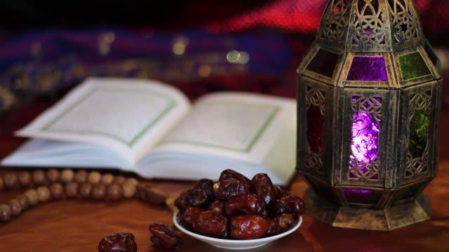 Eid-Mubarak-Offenes-Buch-des-Koran