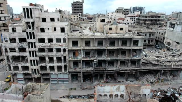 Vista-de-un-edificio-devastado-después-de-la-guerra
