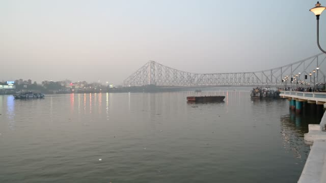 Howrah-Bridge-is-a-bridge-with-a-suspended-span-over-the-Hooghly-River-or-Ganges-in-West-Bengal-India-
