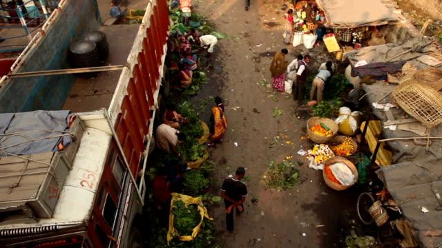 Street-Scene-in-Kolkata-(Calcutta)-India:-Flower-Market